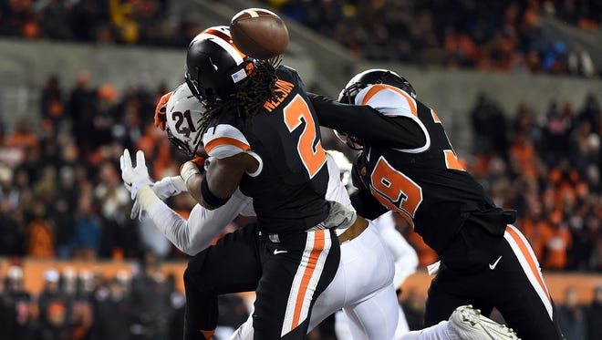 Oregon State cornerback Steven Nelson tries to break up a pass in the endzone intended for ASU wide receiver Jaelen Strong during the fourth quarter on Nov. 15, 2014 at Reser Stadium  in Corvallis.
