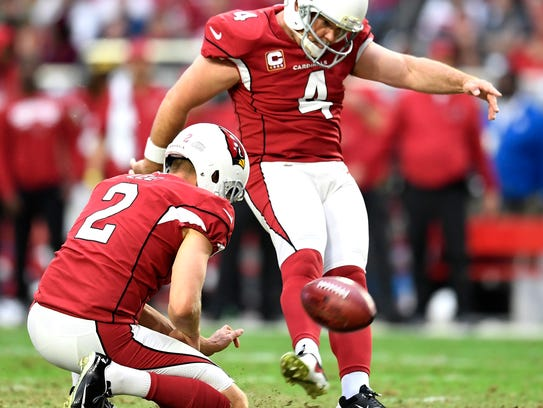 Cardinals placekicker Phil Dawson (4) misses a field goal during the fourth quarter Sunday.