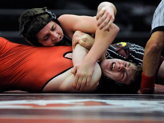 635543685653423906-MAN-s-1217-Wrestling-1026