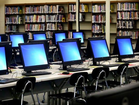 635784564357658342-04-Smyrna-High-School-Library