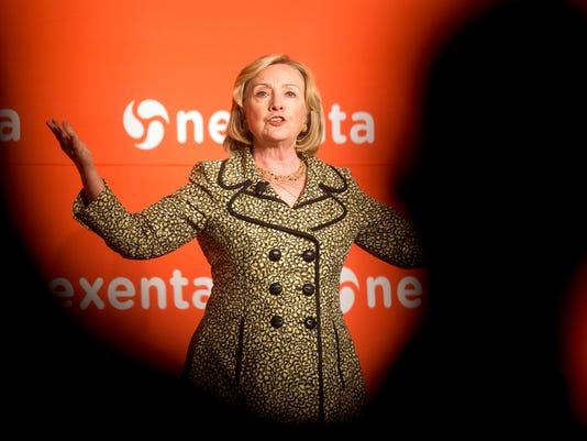 APTOPIX Hillary Clint_Buch.jpg