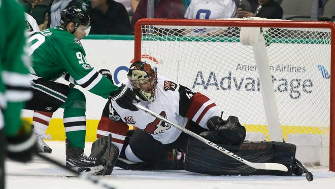 Arizona Coyotes goalie Mike Smith (41) defends the goal against Dallas Stars center Jason Spezza (90) during the first period of an NHL hockey game in Dallas, Tuesday, April 4, 2017.