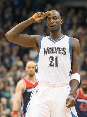 Kevin Garnett salutes the T'wolves fans in his first game back with the team Wednesday.