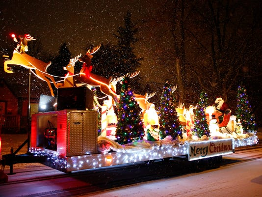APC FYI Santa Float 120814_rbp108.jpg
