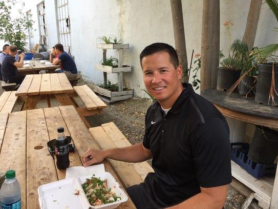 Redding Mayor Brent Weaver lunches on street tacos