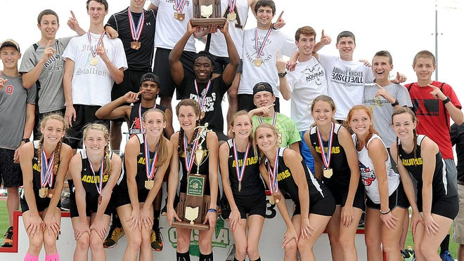 The St. Thomas Aquinas boys and girls track and field teams celebrate their 2016 OHSAA Division III state championships.