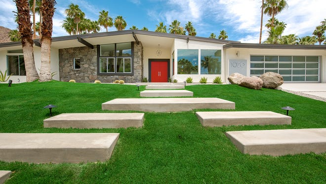 """H3K Design won the """"Curb Appeal"""" Editor's Choice Award from HGTV for their work on the front of this Palm Springs midcentury ranch."""