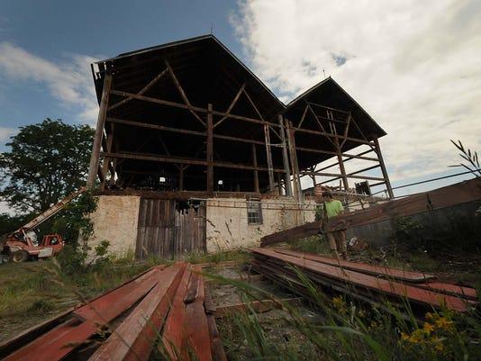 -DCA 0719 logerquist barn 1.jpg_20140715.jpg