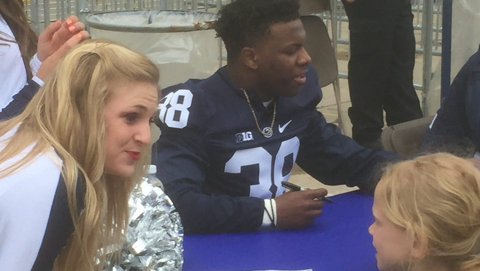 Lamont Wade signed Blue-White Game autographs then
