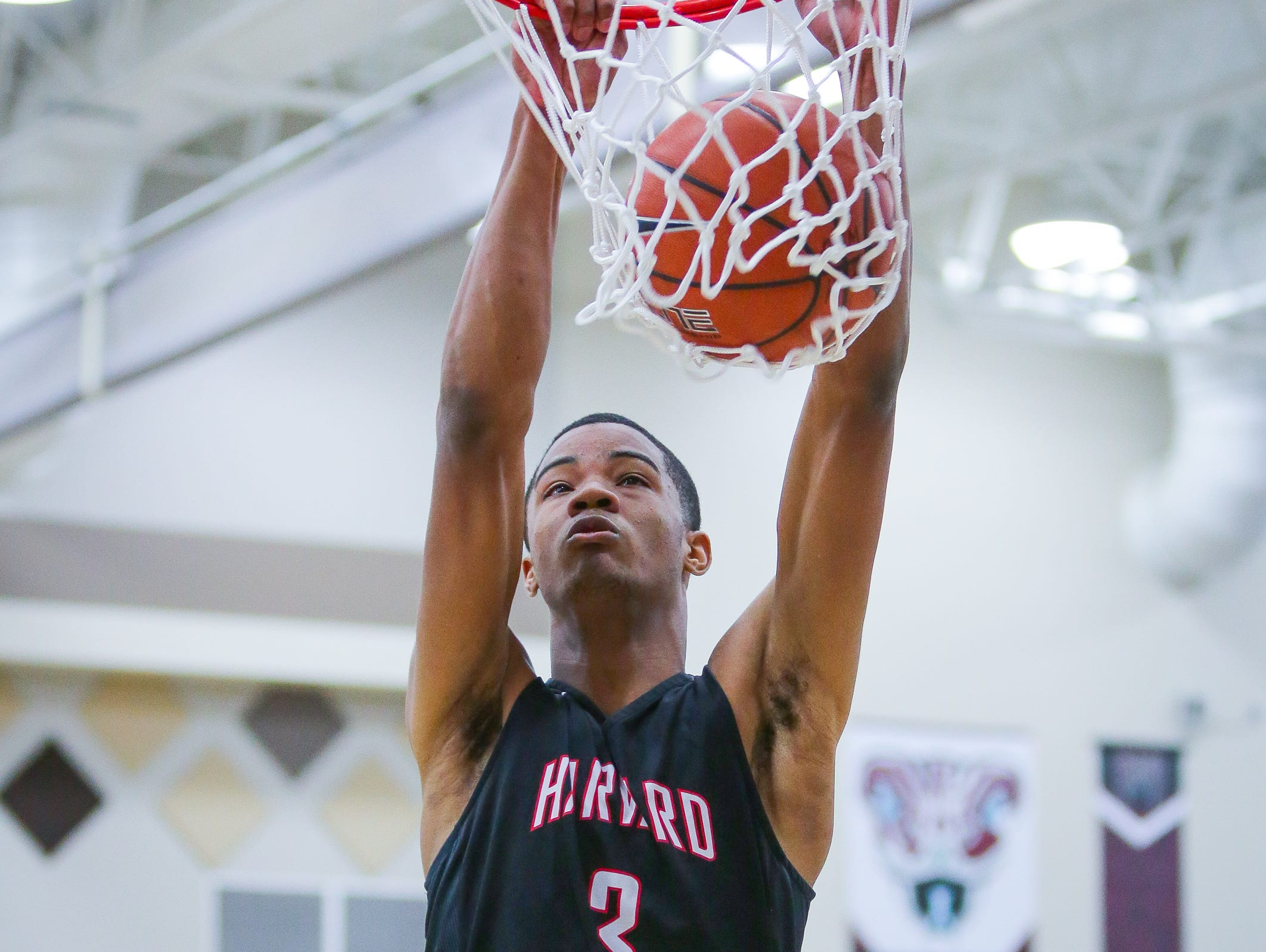 Cassius Stanley dunks another one durig the game between Harvard Westlake and La Quinta