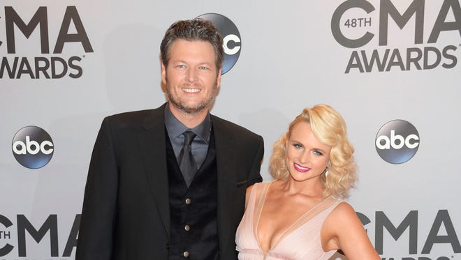 Blake Shelton (L) and Miranda Lambert