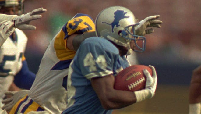 Detroit Lions kick returner Vernon Turner breaks through the middle of the Los Angeles Rams coverage.
