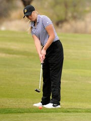 Wylie's Arin Zachary putts during the final round of