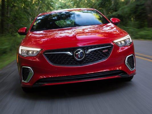 636552942475654710-2018-Buick-Regal-GS-027.jpg