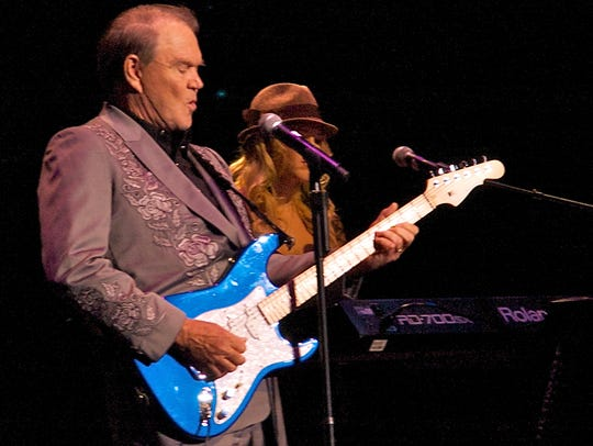 Glen Campbell takes a solo during his Goodbye tour