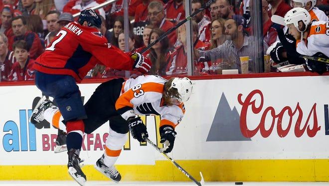 Capitals defenseman Matt Niskanen (2) checks the Flyers' Jake Voracek (93), during the second period of Game 5.