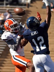 UTEP defensive back Kalon Beverly, left, breaks up