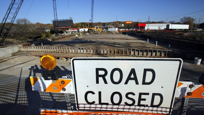 Des Moines has been ordered to pay nearly $1 million in damages to Jenco Construction, a company the city banned from bidding on city projects for three years after its work on the Grand Avenue bridge delayed the bridge's reopening by more than two months in 2013.