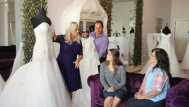 """Tori and Kelly Jo Bates look for wedding dresses during an episode of """"Bringing Up Bates."""""""