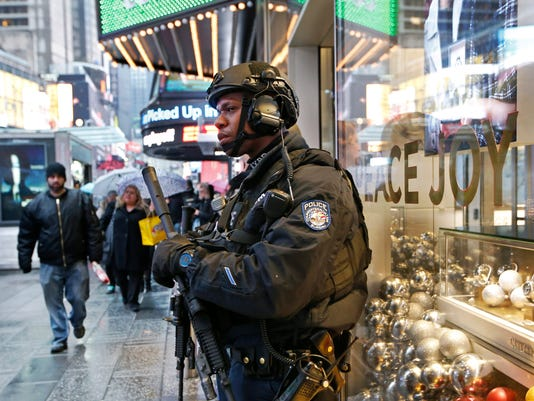 AP NEW YEARS EVE SECURITY A USA NY