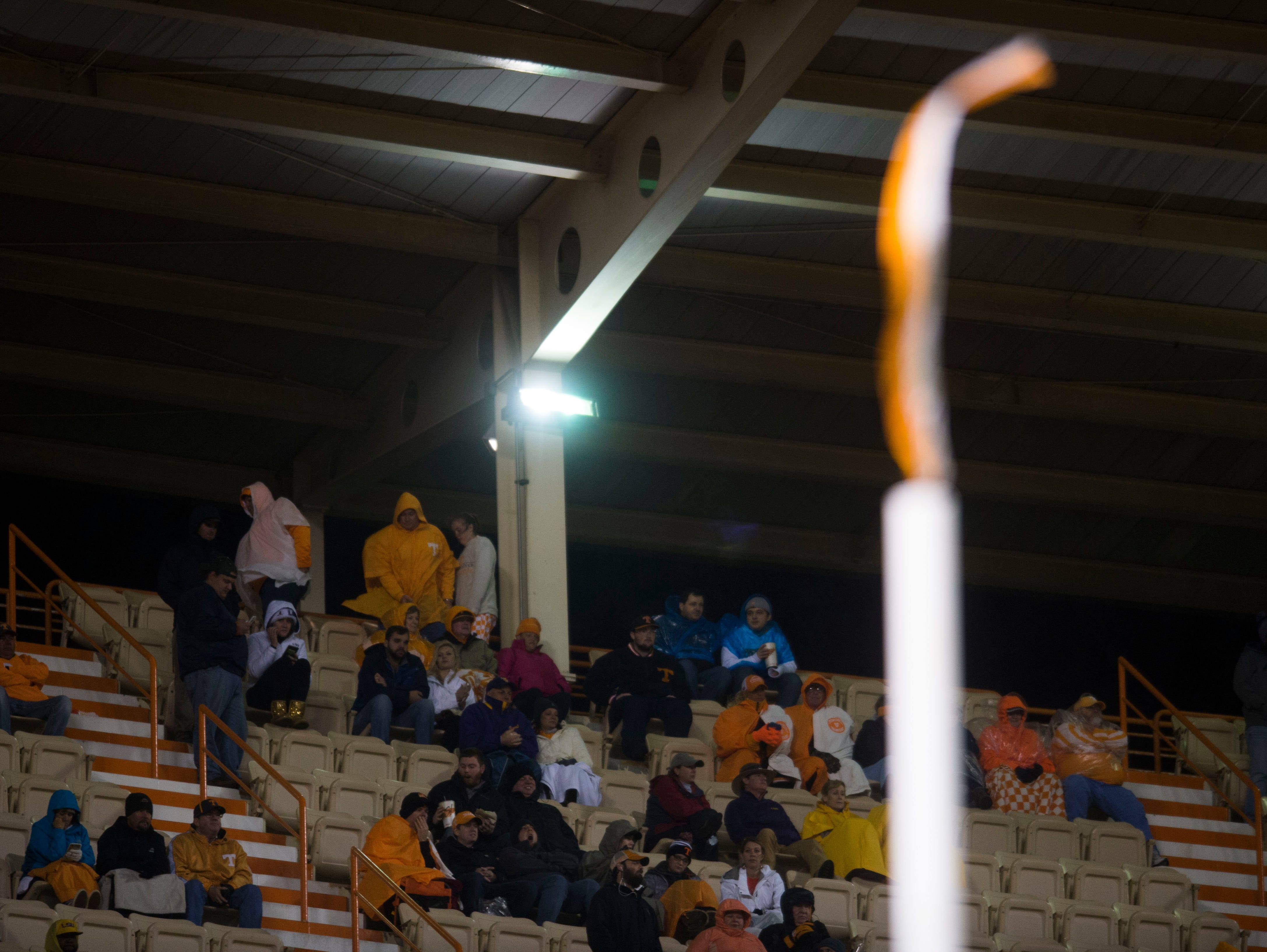 The wind blows a ribbon on the goal post straight up during a game between Tennessee and LSU at Neyland Stadium in Knoxville, Tenn., on Saturday, Nov. 18, 2017. LSU defeated UT 30-10.