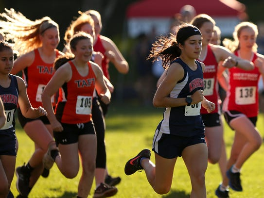 Kennedy's Kaylin Cantu leads the pack at the start