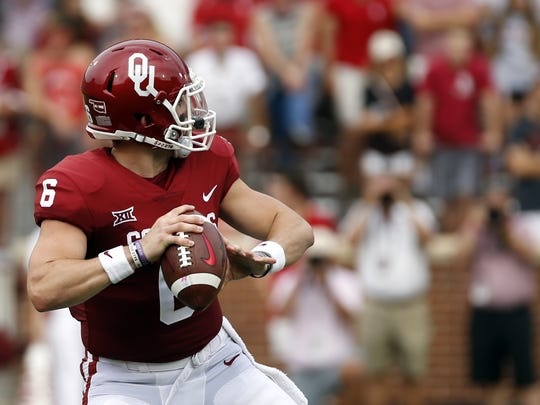 Oklahoma quarterback Baker Mayfield (6) looks for a receiver before throwing a touchdown pass against Tulane during the first quarter of an NCAA college football game in Norman, Okla., Saturday, Sept. 16, 2017.