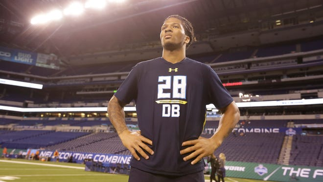 UW defensive back Sidney Jones shined last week at the NFL combine before suffering an injury Saturday at the Huskies' pro day.