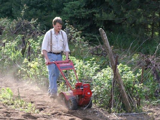 636026217600520047-gardening.jpg