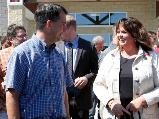 Governor Scott Walker talks with Julie Maurer, president