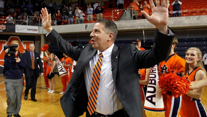 Auburn's new men's basketball coach, Bruce Pearl, waves to fans as he enters Auburn Arena on Tuesday, March 18, 2014, in Auburn, Ala. (AP Photo/Butch Dill)