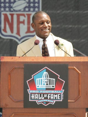 Former Detroit Lions running back Barry Sanders give his speech after his induction to the Pro Football Hall of Fame in Canton, Ohio August 8, 2004. Sanders rushed for more than 1,000 yards in his ten NFL seasons with the Lions, and walked away from the game in 1999 at  the age of 31.