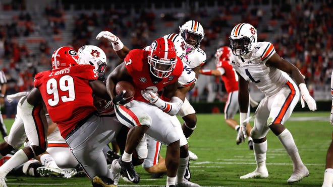 Georgia tailback Zamir White (3) scores during the Bulldogs' game against Auburn at Dooley Field at Sanford Stadium on Saturday, Oct. 3, 2020.
