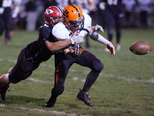 Coshocton beats New Lexington 14-7.