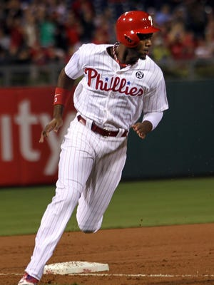 The Phillies' Domonic Brown runs home to score on a double by Carlos Ruiz in the fourth inning Saturday against the St. Louis Cardinals in Philadelphia.
