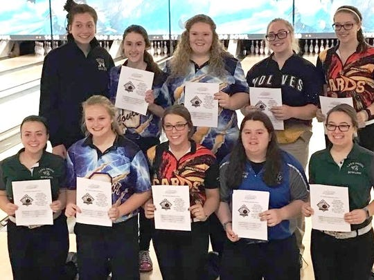 Lakeland junior Jenny Pelc (bottom row, fourth from left) qualified for the D1 state finals by placing seventh at the regional.