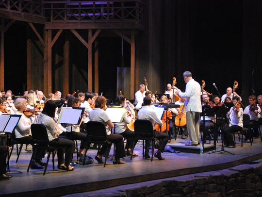 Alfred Savia directs the Evansville Philharmoinc Orechestra