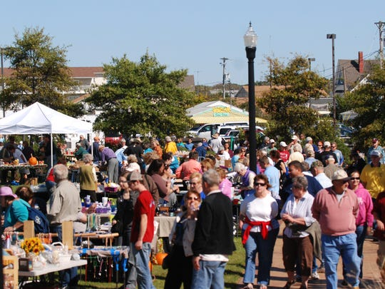 A large crowd enjoyed shopping with local vendors at the Robert Reed Downtown Waterfront Park afternoon during the 12th annual Chili-Chowder Cookoff in 2011.