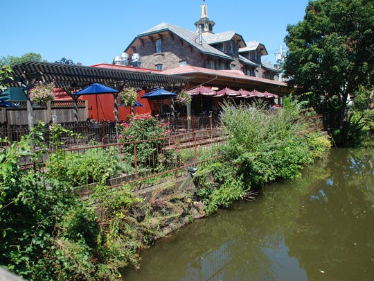 LAMBERTVILLE, NJ: Lambertville Station  restaurant has a patio out back next to the old train tracks and the D&R Canal.