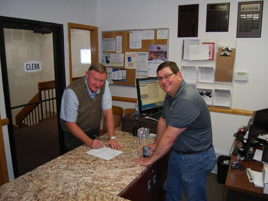 Sen. Vickers filing to run at the Iron County Clerk's office with Iron County Clerk Jon Whittaker.