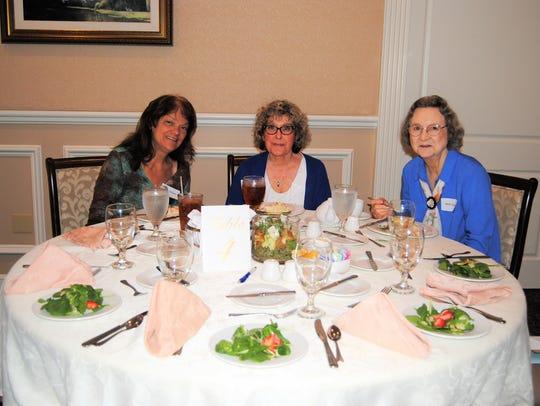 Tutors Elyne Strauss, Suzanne Jones and Beth Ottesen