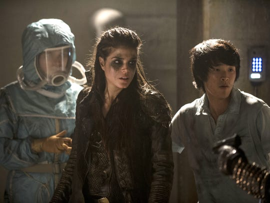 Eve Harlow as Maya, left,  Marie Avgeropoulos as Octavia,