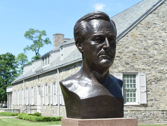 A bust of FDR outside the FDR Presidential Library