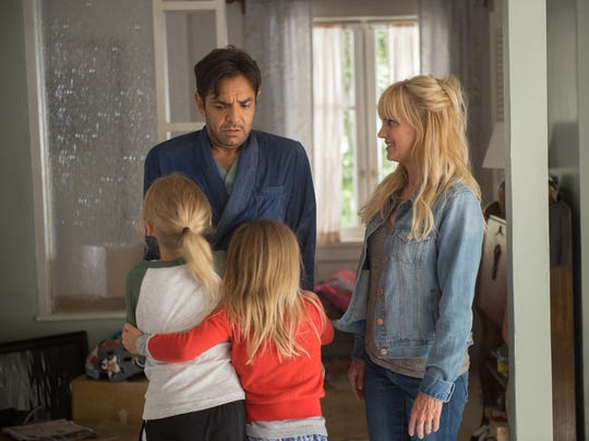 "In ""Overboard,"" Leonardo (Eugenio Derbez) doesn't remember his ""wife"" (Anna Faris) or daughters."