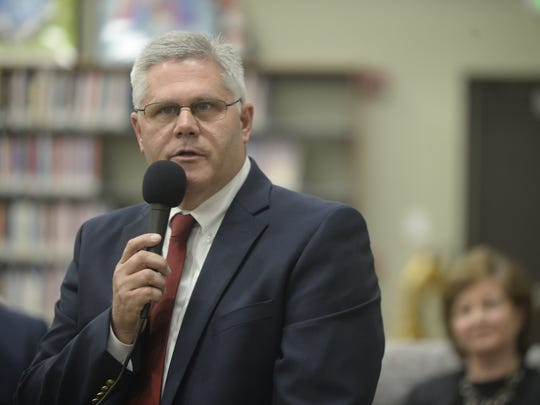 Donnie Benedict speaks Tuesday during a candidate forum at the Cambridge City library.