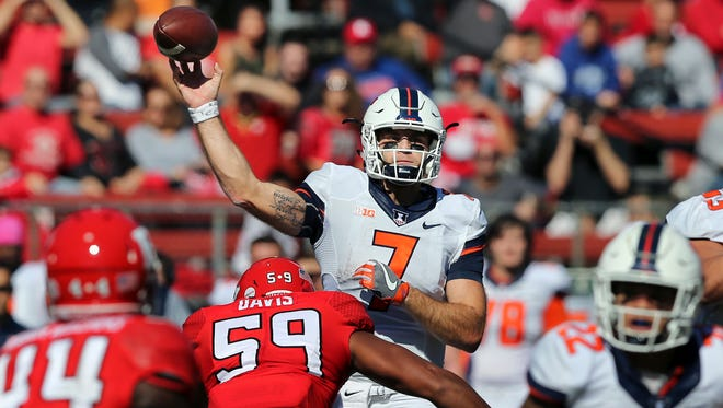 Illinois quarterback Chayce Crouch (7) throws a pass under pressure from Rutgers defensive lineman Darnell Davis (59) during the first half of an NCAA college football game Saturday, Oct. 15, 2016, in Piscataway, N.J. (AP Photo/Mel Evans)