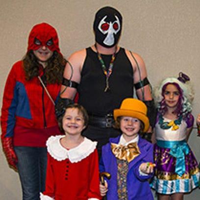 Una familia acude al Comicon de Phoenix el fin de semana.