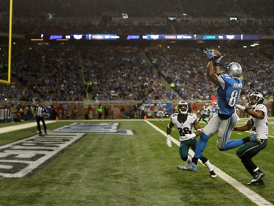 Detroit Lions Calvin Johnson catches a touchdown pass