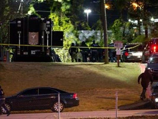 James Woods Decatur >> Police: Man who held 12 inside motel room stabs himself