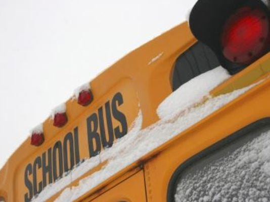 635822316117817418-School-bus-snow